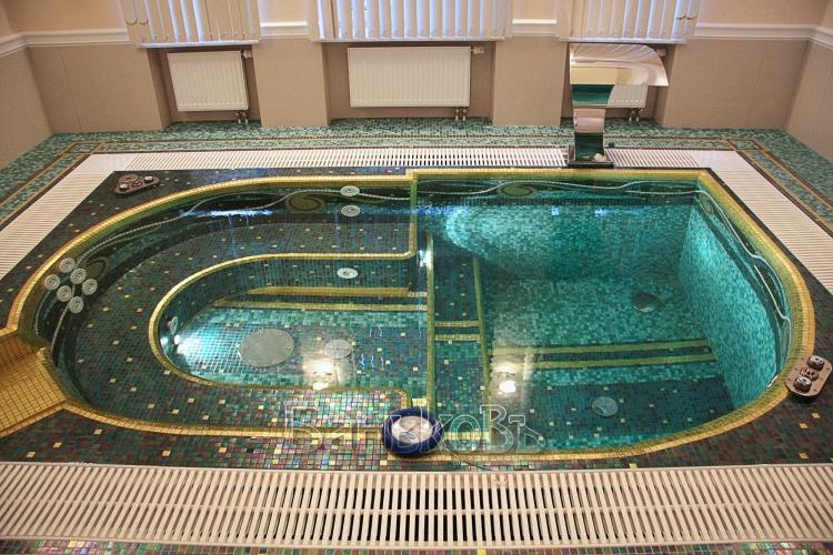 Крутая баня с бассейном