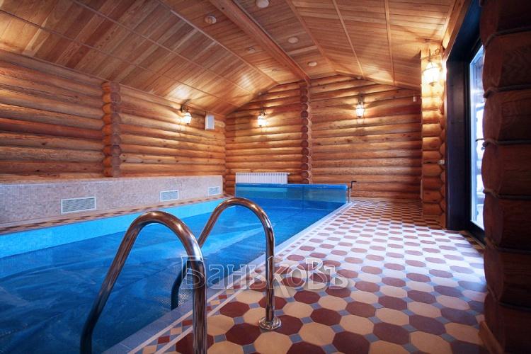 Просторная деревянная баня